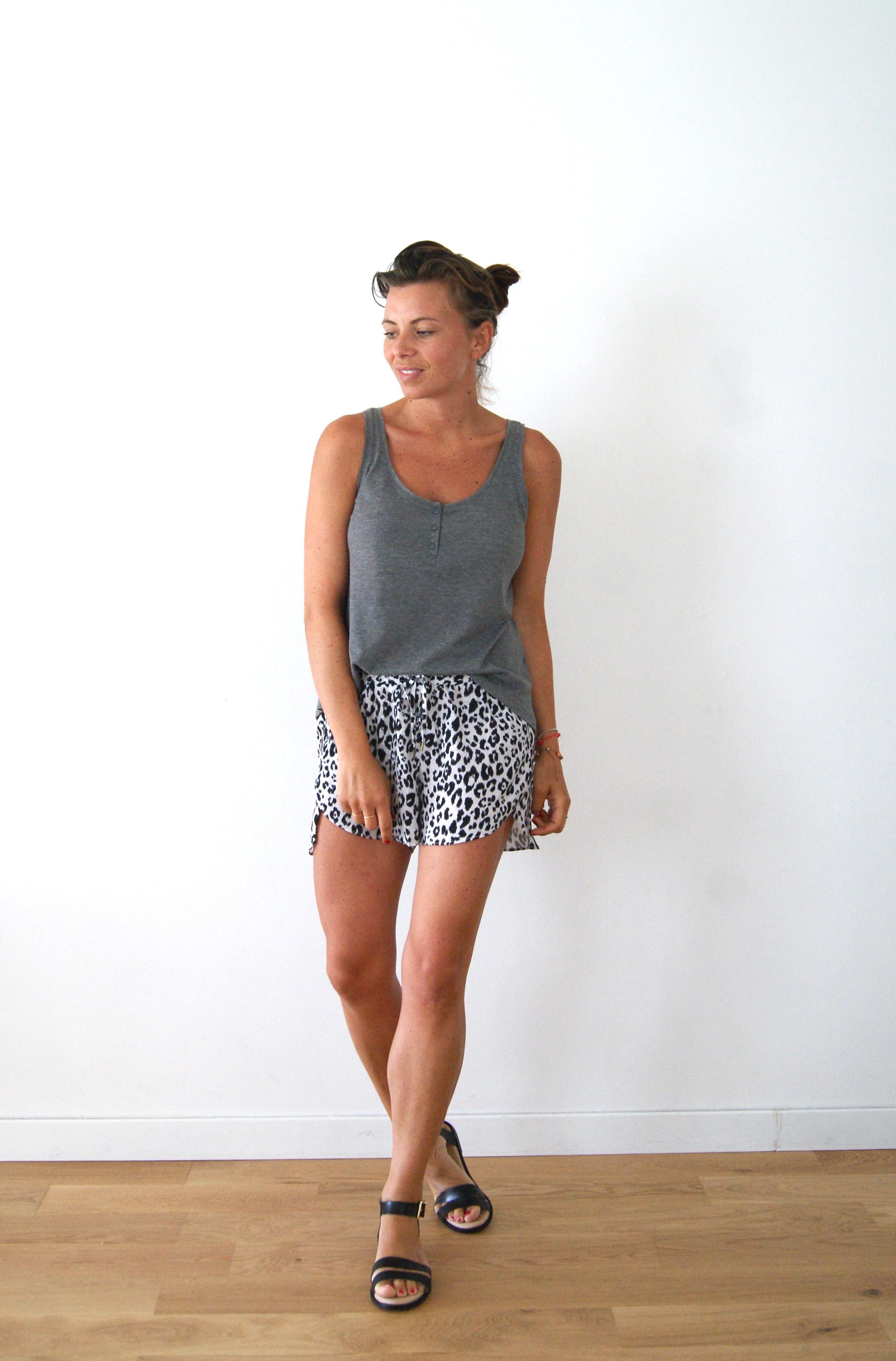 short noir et blanc léopard