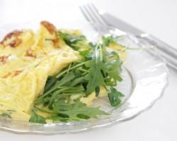 Omelette, ciboulette, cerfeuil & chèvre frais