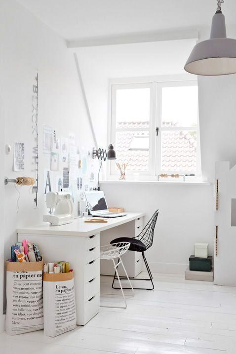 bureau blanc sac en papier