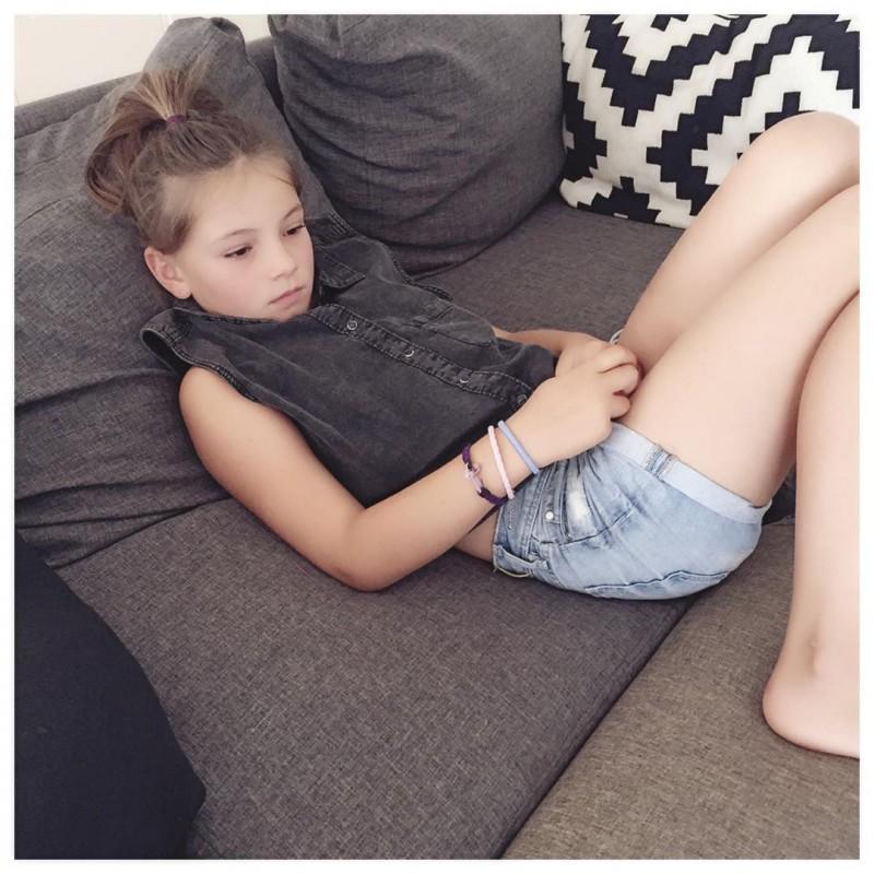 Laura 8 ans vient de me piquer ma chemise ahellip