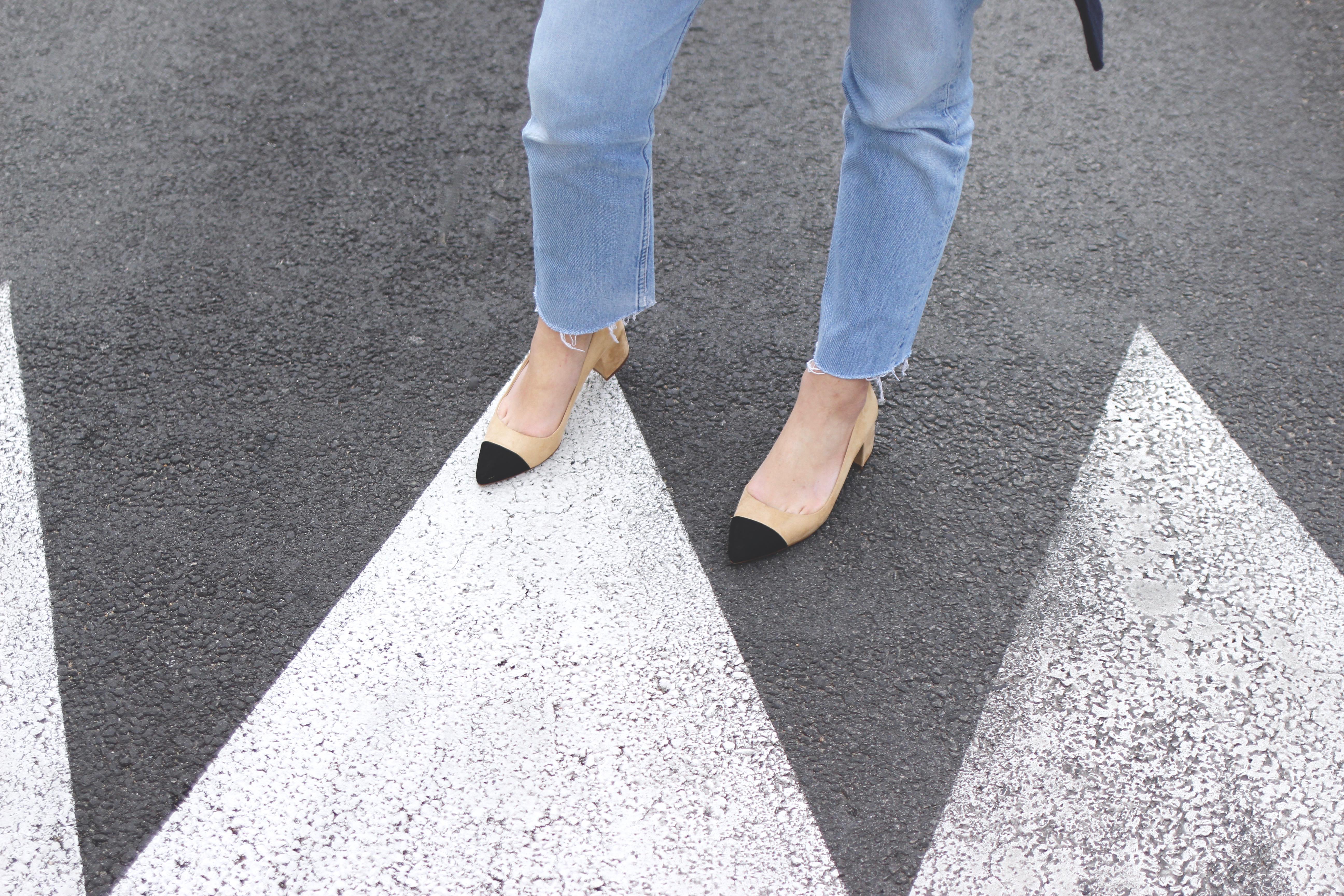 chaussures beiges et noires blog mode